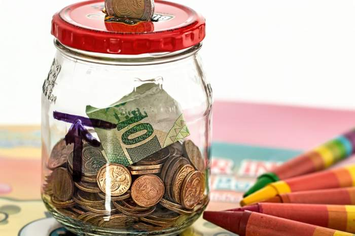 How to Create a Monthly Budget and Still Have Money to Blow