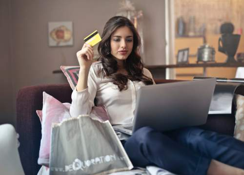 What You Should Look For When Applying for Your First Credit Card